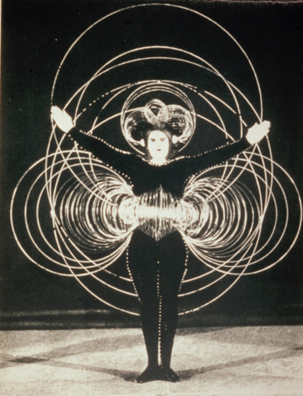 Oskar Schlemmer: The Triadic Ballet | people are dancing here.